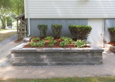FLOWER BED & HARDSCAPES